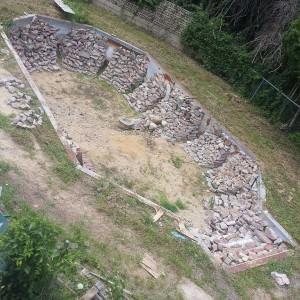 פרויקט Rock Bottom בריכת סקייטבורד בחצר האחורית