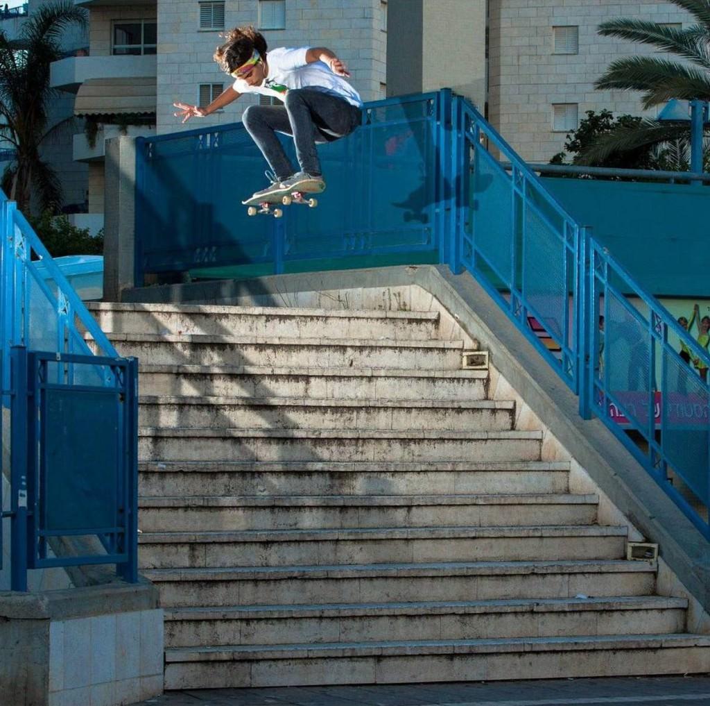 בן סלמה, סקייטבורד. Ollie ב-11 מדרגות במתחם שרונה, רחובות. צילום: שרון ברון סובול